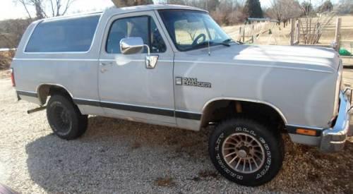 1989 Dodge Ramcharger 318 V8 4WD For Sale in Leslie, Missouri