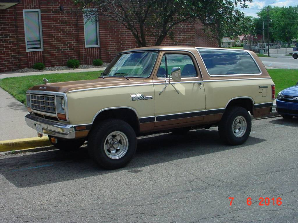 1985 dodge ramcharger 4x4 318 v8 auto for sale in bloomington in. Black Bedroom Furniture Sets. Home Design Ideas