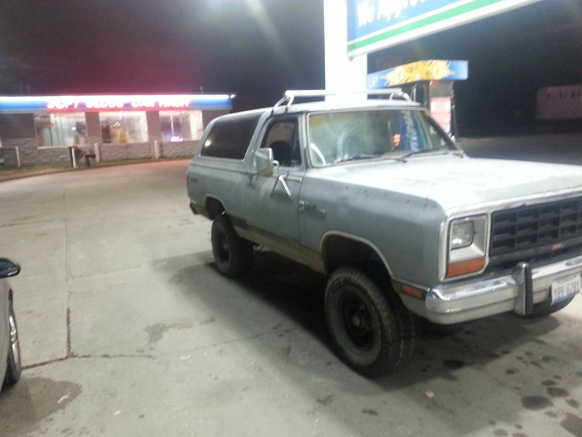 1985 dodge ramcharger 4x4 318 v8 auto for sale in southern illinois. Black Bedroom Furniture Sets. Home Design Ideas