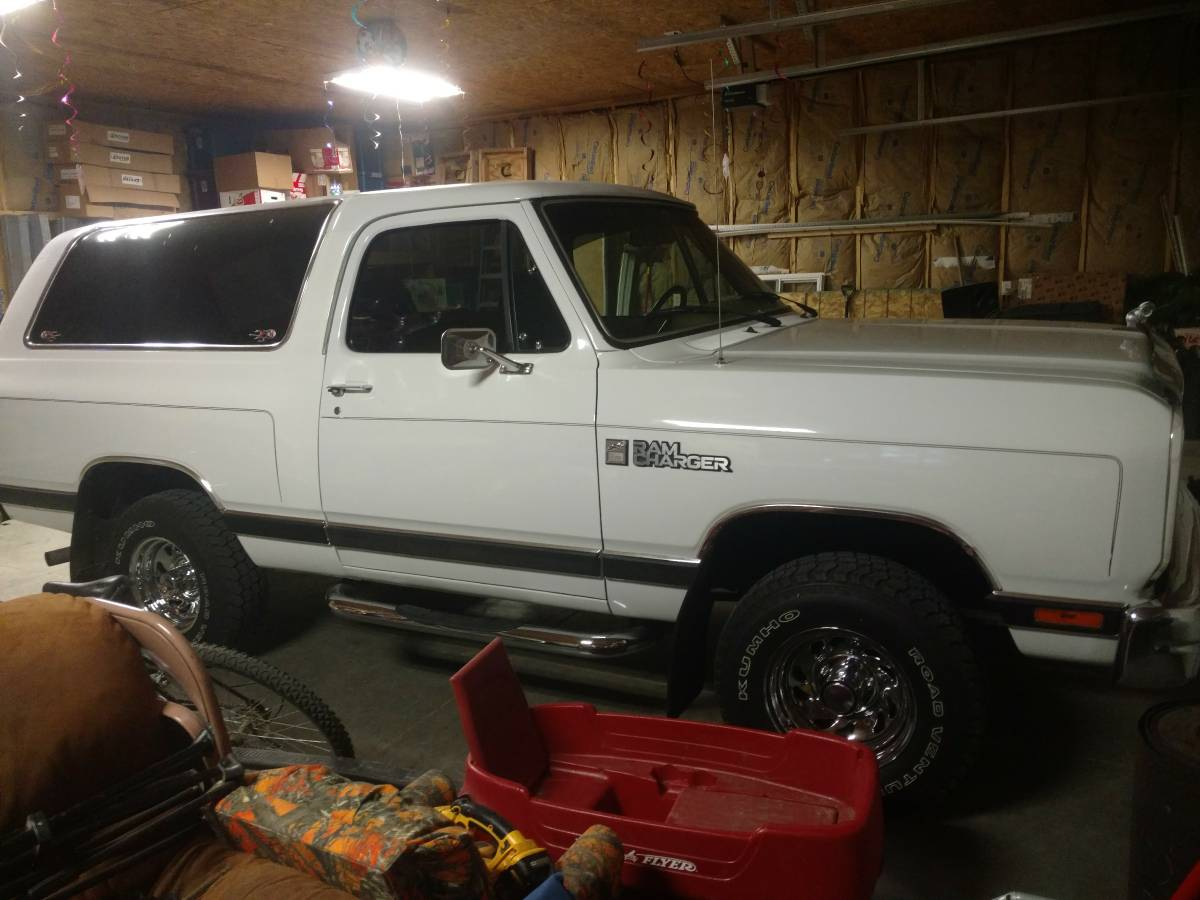 1989 dodge ramcharger v8 manual for sale in pierce ne. Black Bedroom Furniture Sets. Home Design Ideas