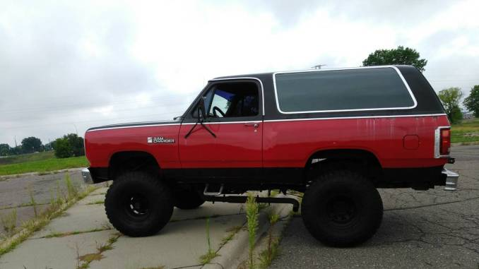 1987 dodge ramcharger 5 9l 360 w 37 tires in brooklyn park mn. Black Bedroom Furniture Sets. Home Design Ideas